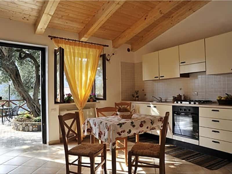Dalisa casa vacanze case vacanza in tramonti costiera for Appartamenti amalfi